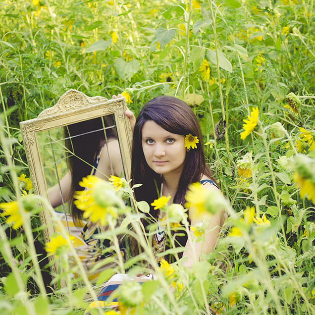 Ste. Genevieve Photographer | Delani & sunflowers
