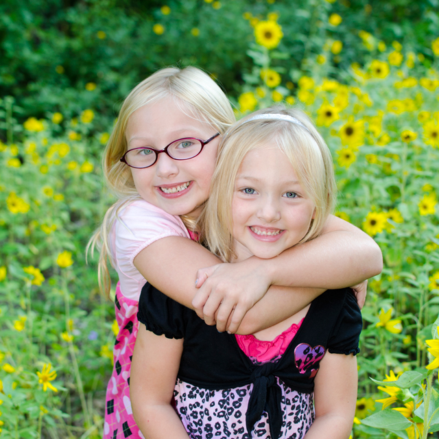 Ste. Genevieve Photographer | Ava & Morgan, sisters in sunflowers